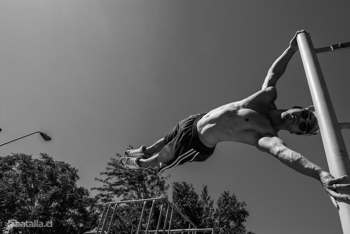 [Ensayo fotográfico] Desafiando la gravedad: Street WorkOut-Los Héroes