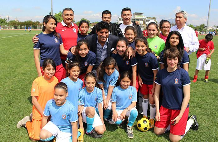 Estudiantes Municipales De Maipú Reciben Clases De Fútbol De